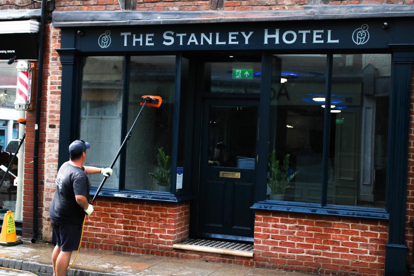 Smartmove Hotels awards window cleaning contract to local firm